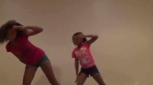 გოგოები ცეკვავენ
