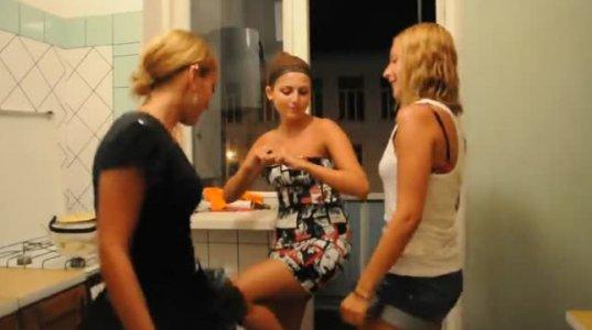 ქართველი გოგოები ცეკვავენ