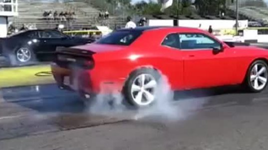 Challenger SRT8 vs Camaro SS