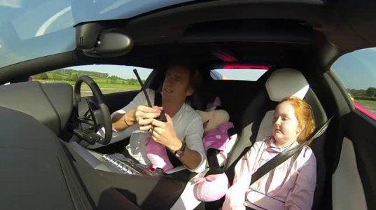 რიჩარდ ხამონდმა ავადმყოფ გოგონას ოცნება აუხდინა და სპორტული მანქანით გაასეირნა
